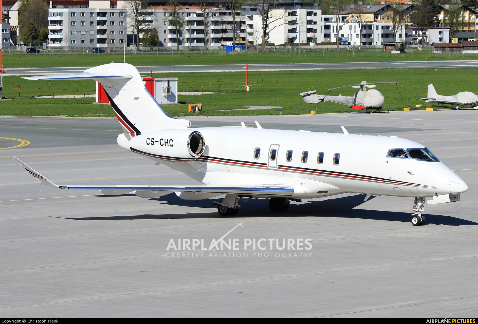 NetJets Europe (Portugal) CS-CHC aircraft at Innsbruck