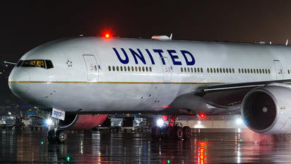 N77012 - United Airlines Boeing 777-200ER