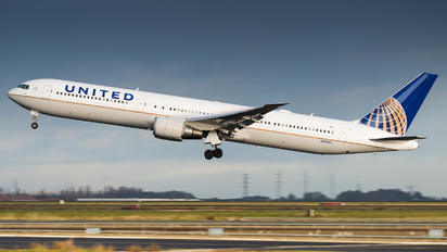 N69059 - United Airlines Boeing 767-400ER