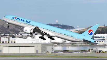 HL8041 - Korean Air Boeing 777-300ER