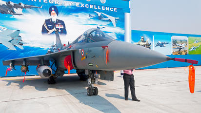 LA5003 - India - Air Force Hindustan Tejas
