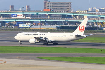 JA615J - JAL - Japan Airlines Boeing 767-300ER