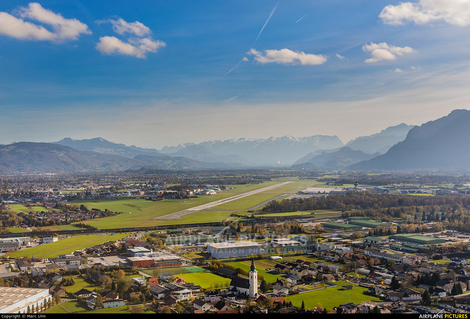 - Airport Overview - aircraft at Salzburg