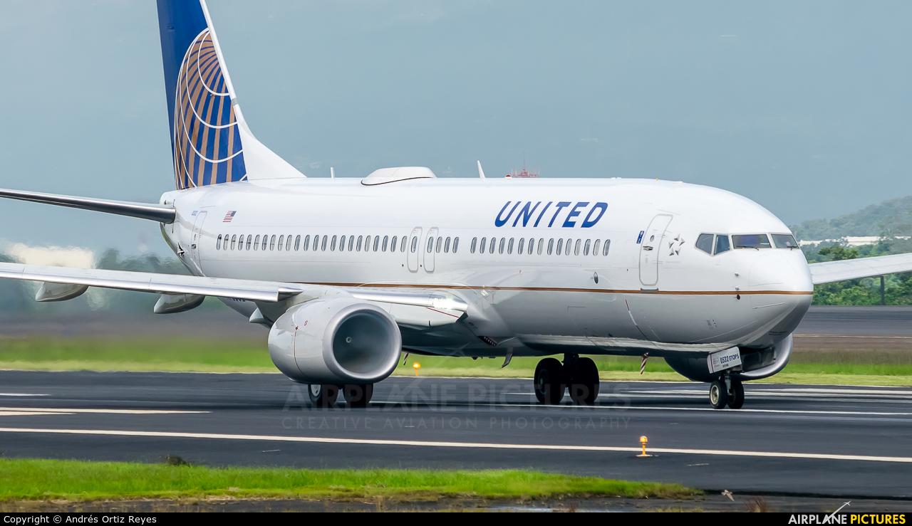 United Airlines N76532 aircraft at San Jose - Juan Santamaría Intl