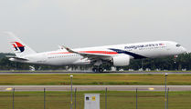 Delivery flight of first Airbus A350 for Malaysia Airlines title=