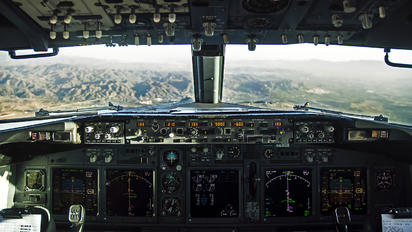 - - - Airport Overview Boeing 737-800