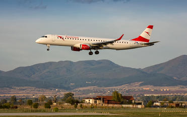 OE-LWF - Austrian Airlines/Arrows/Tyrolean Embraer ERJ-195 (190-200)