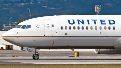 N76502 - United Airlines Boeing 737-800