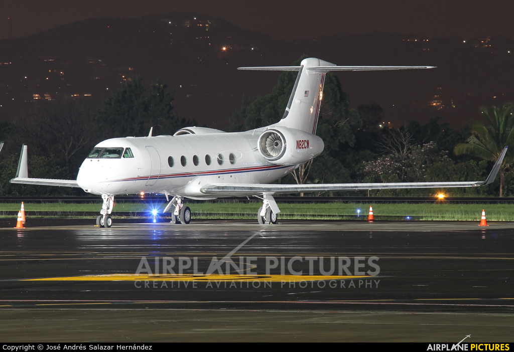Private N82CW aircraft at San Jose - Juan Santamaría Intl