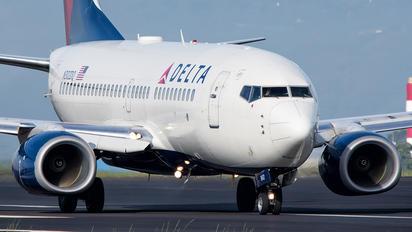 N302DQ - Delta Air Lines Boeing 737-700