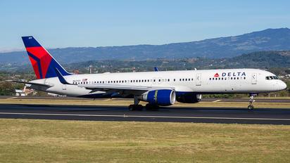 N67171 - Delta Air Lines Boeing 757-200