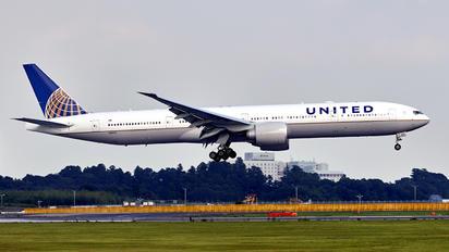 N2142U - United Airlines Boeing 777-300ER