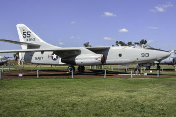 144843 - USA - Air Force Douglas TA-3B  Skywarrior