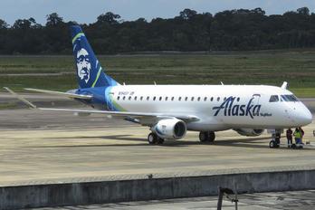 N194SY - Alaska Airlines - Skywest Embraer ERJ-175 (170-200)