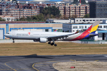 HL7747 - Asiana Airlines Airbus A330-300