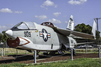 145607 - USA - Navy Vought RF-8G Crusader