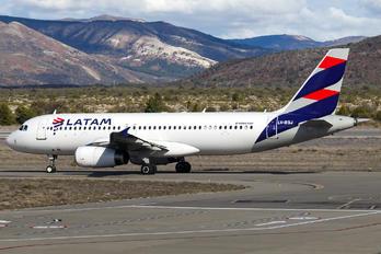 LV-BSJ - LATAM Brasil Airbus A320
