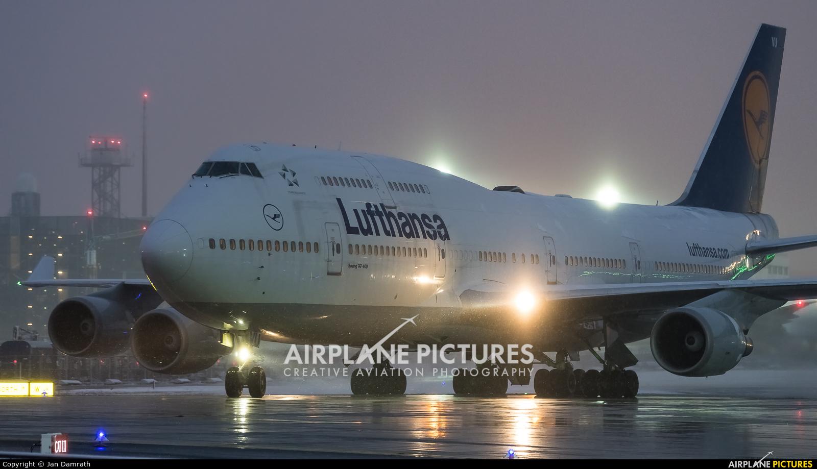 Lufthansa D-ABVU aircraft at Frankfurt