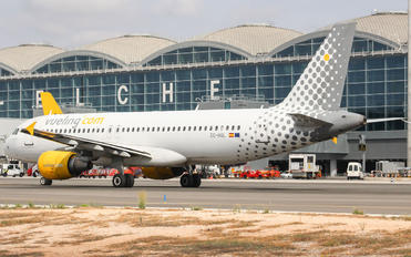 EC-HQL - Vueling Airlines Airbus A320