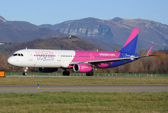 HA-LXG - Wizz Air Airbus A321
