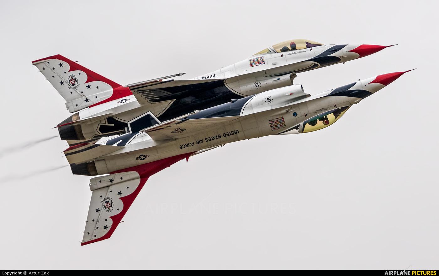 USA - Air Force : Thunderbirds 87-0303 aircraft at Fairford