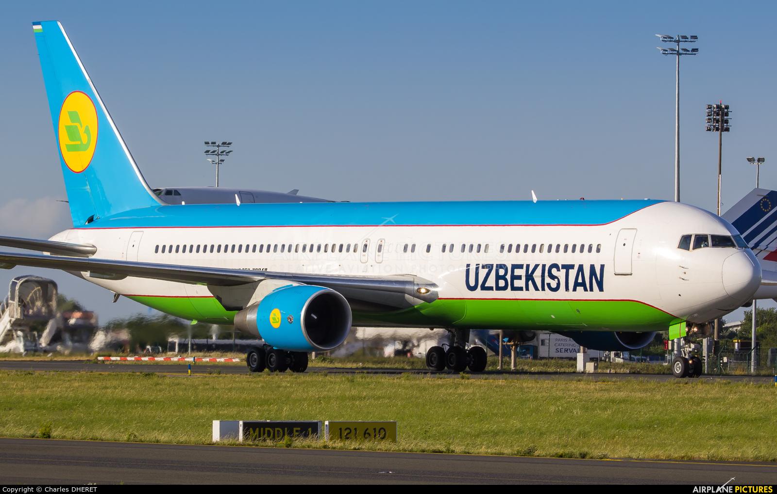 Uzbekistan Airways UK67004 aircraft at Paris - Charles de Gaulle
