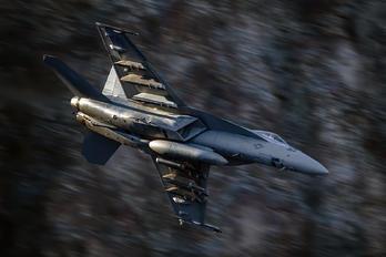 166823 - USA - Navy Boeing F/A-18E Super Hornet