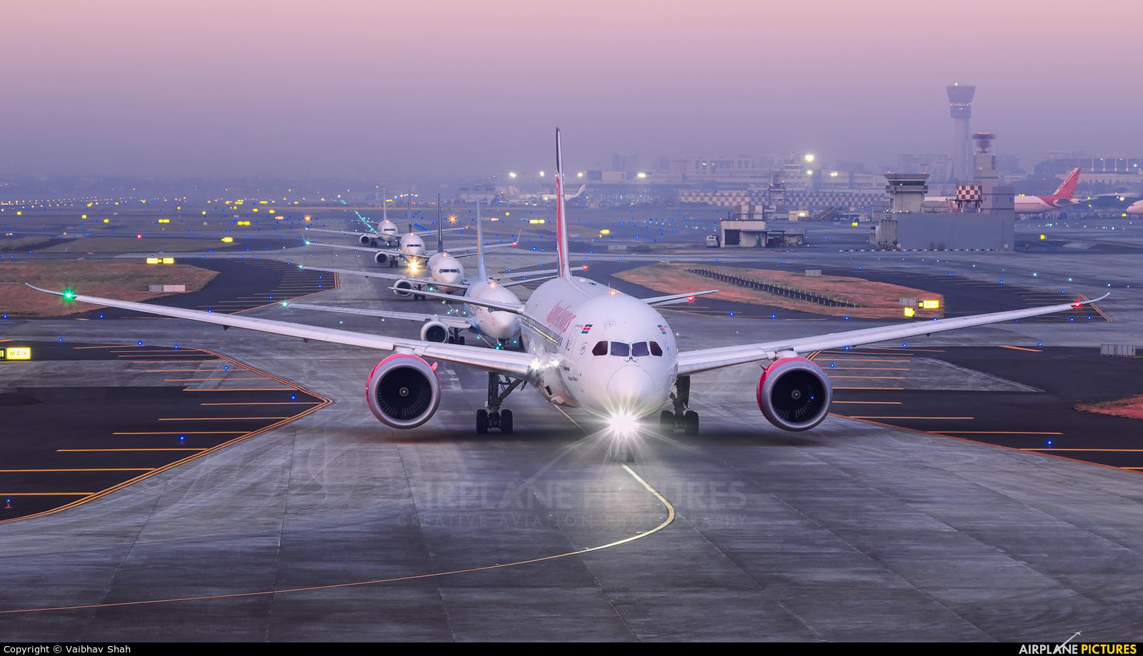Kenya Airways 5Y-KZD aircraft at Mumbai - Chhatrapati Shivaji Intl