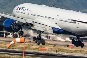 N864DA - Delta Air Lines Boeing 777-200ER