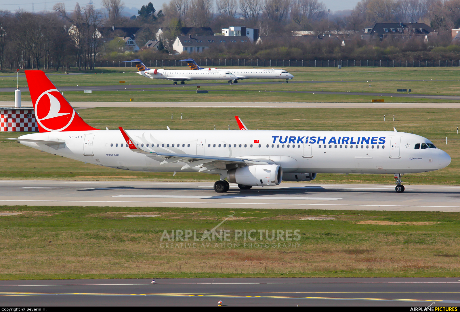 Turkish Airlines TC-JTJ aircraft at Düsseldorf