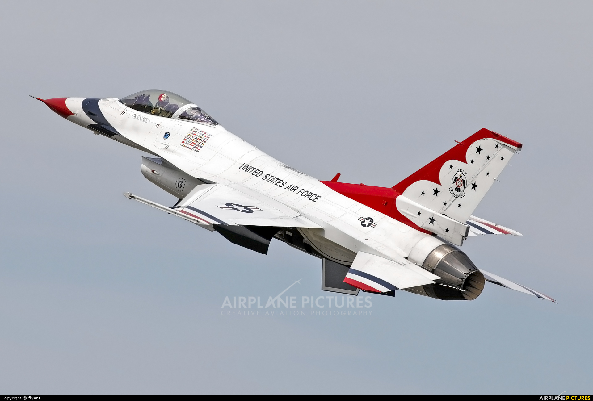 USA - Air Force : Thunderbirds 87-0303 aircraft at Fairford