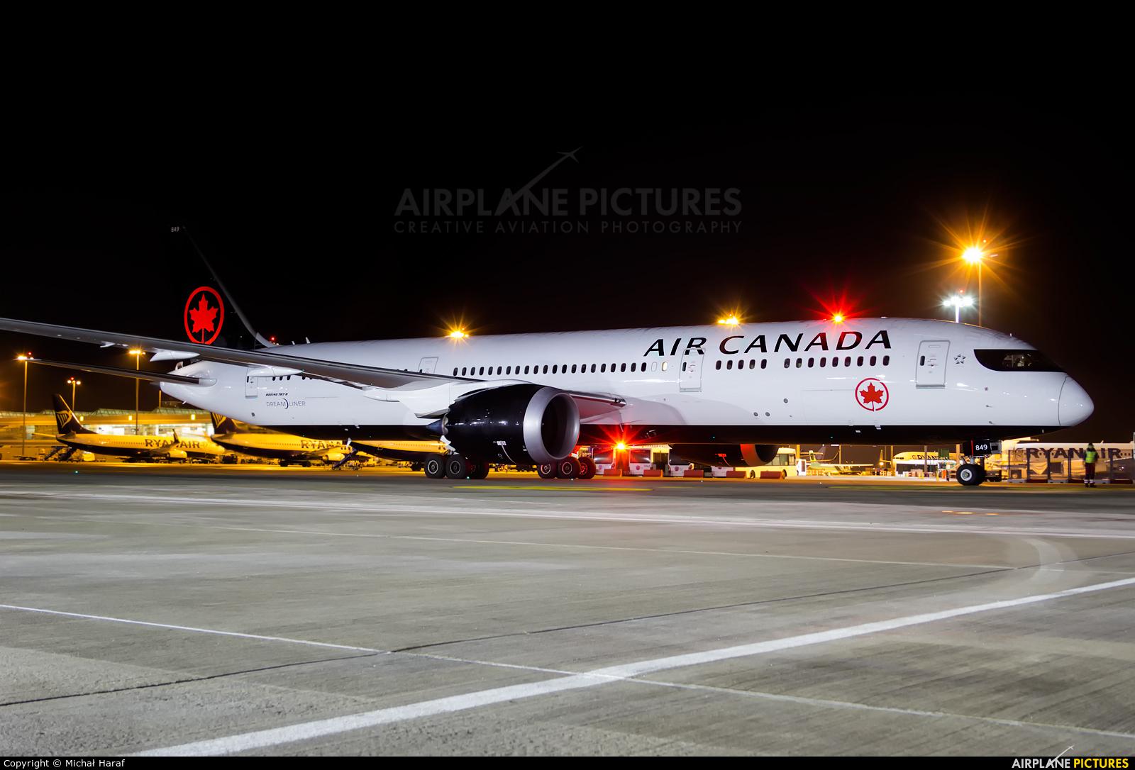Air Canada C-FRTG aircraft at Dublin