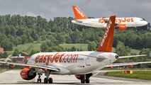 G-EZWR - easyJet Airbus A320 aircraft