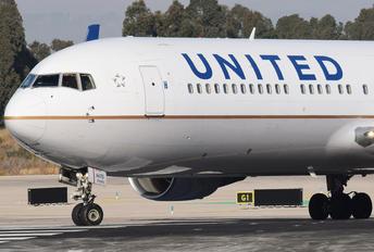 N675UA - United Airlines Boeing 767-300ER