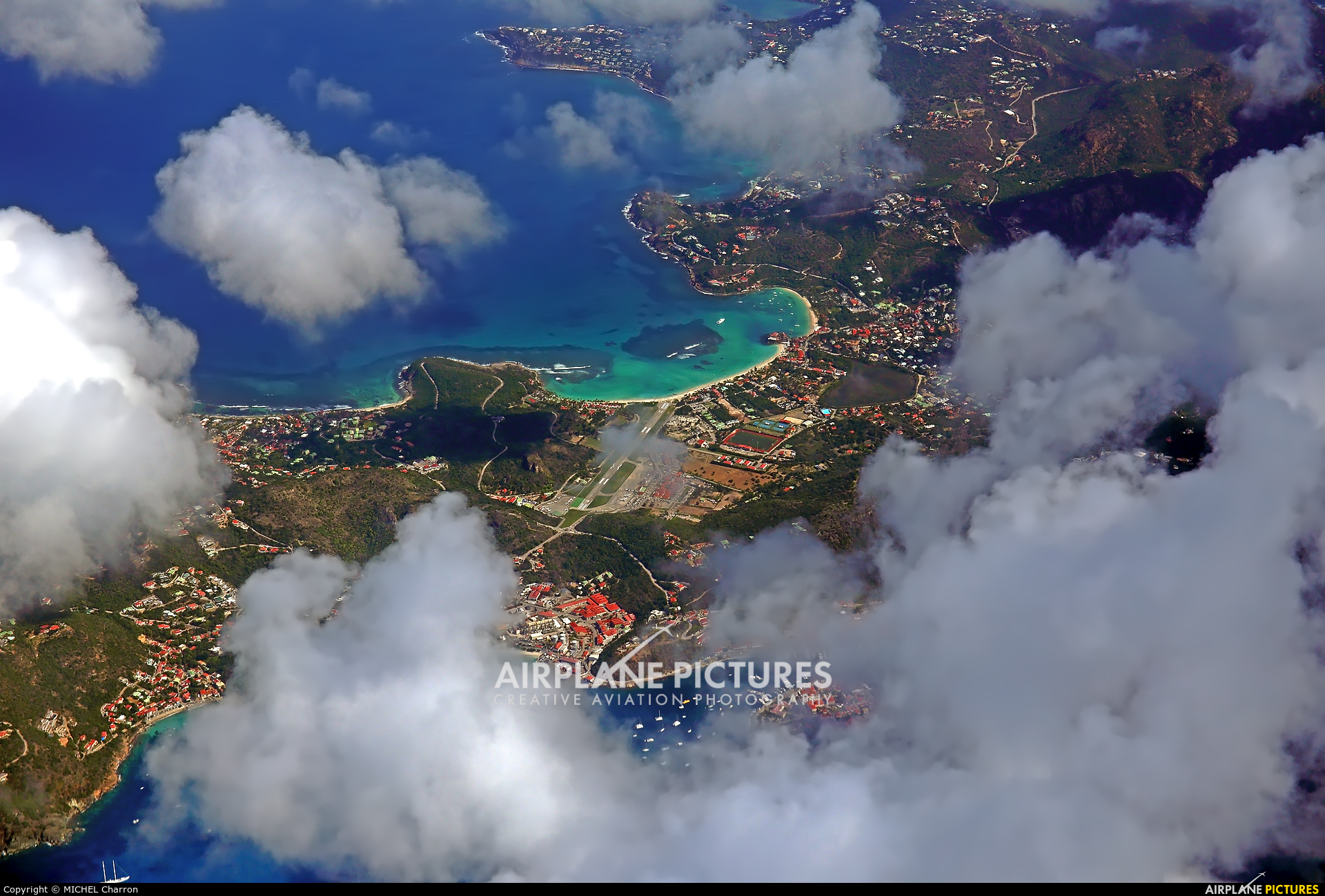 - Airport Overview - aircraft at Saint-Barthélemy - Gustaf III