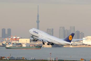 D-ABYU - Lufthansa Boeing 747-8