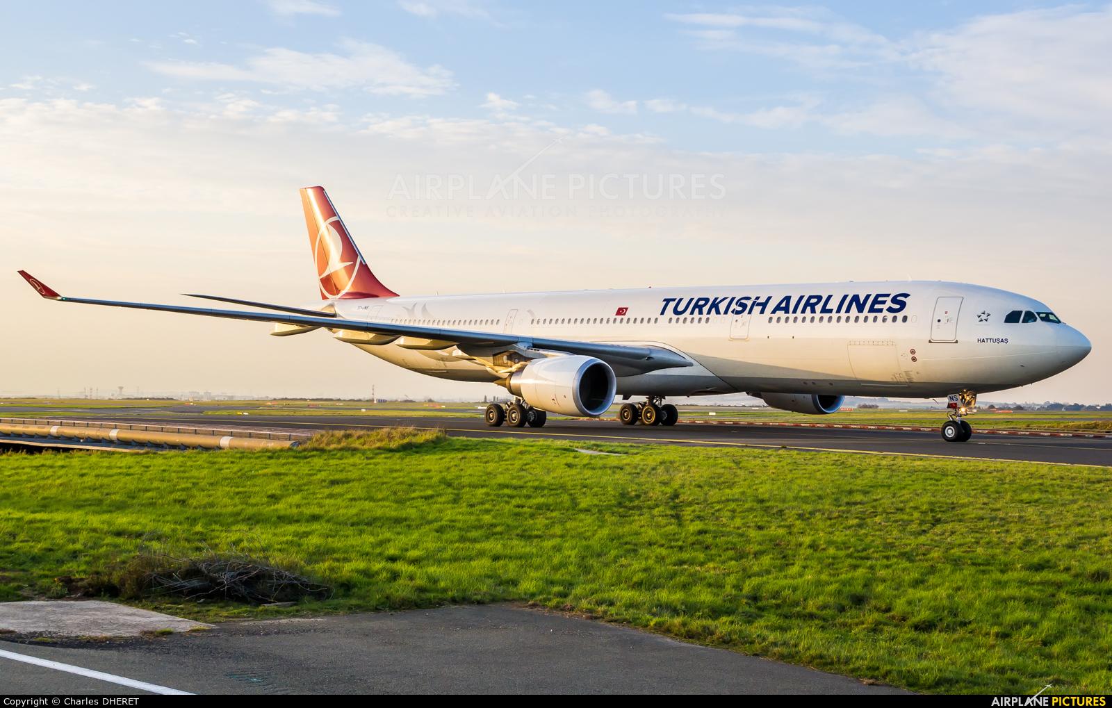 Turkish Airlines TC-JNS aircraft at Paris - Charles de Gaulle