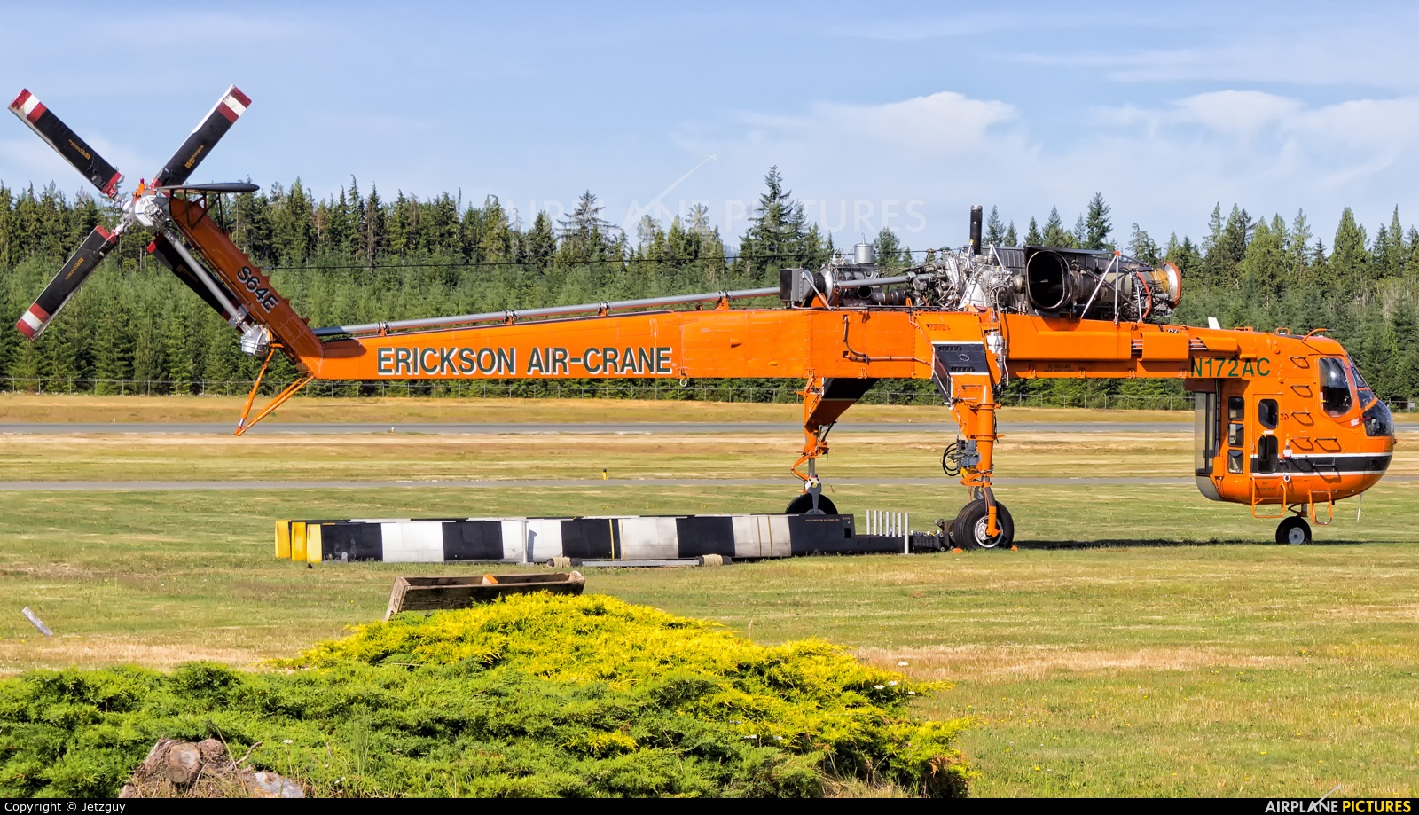 Erickson Air-Crane N172AC aircraft at Campbell River Airport