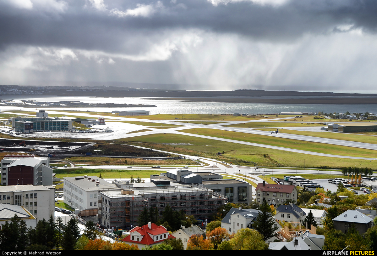 - Airport Overview - aircraft at Reykjavik