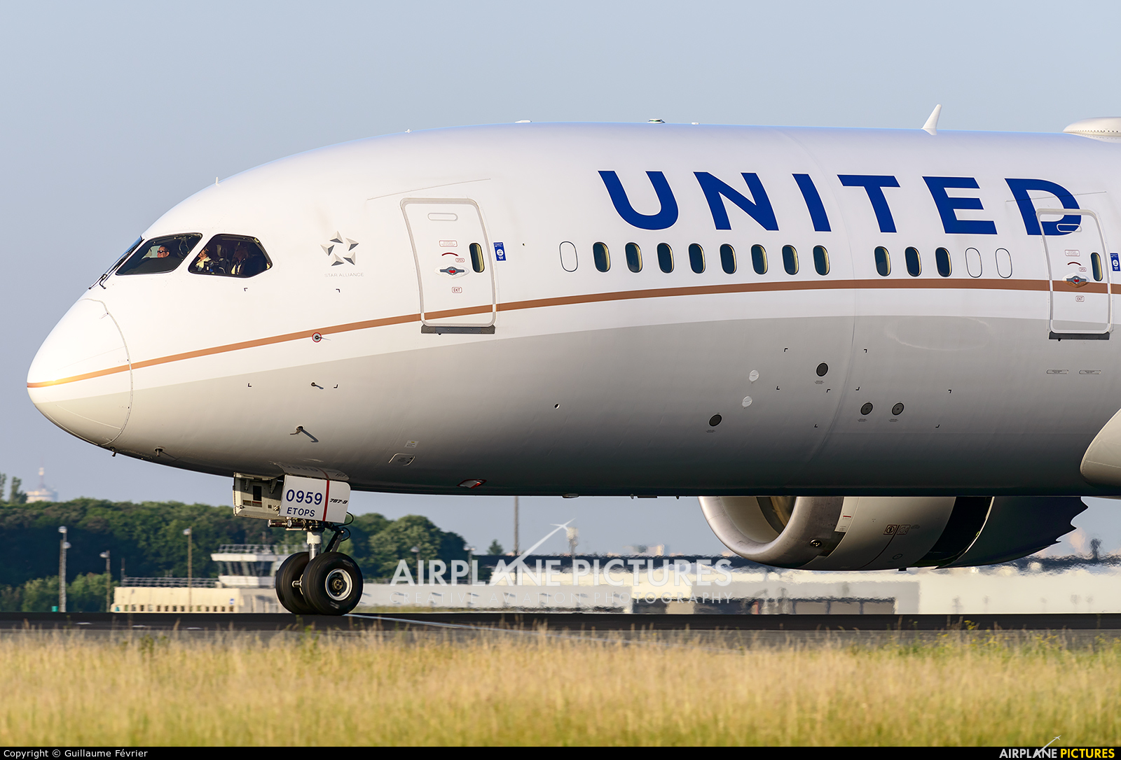 United Airlines N27959 aircraft at Paris - Charles de Gaulle