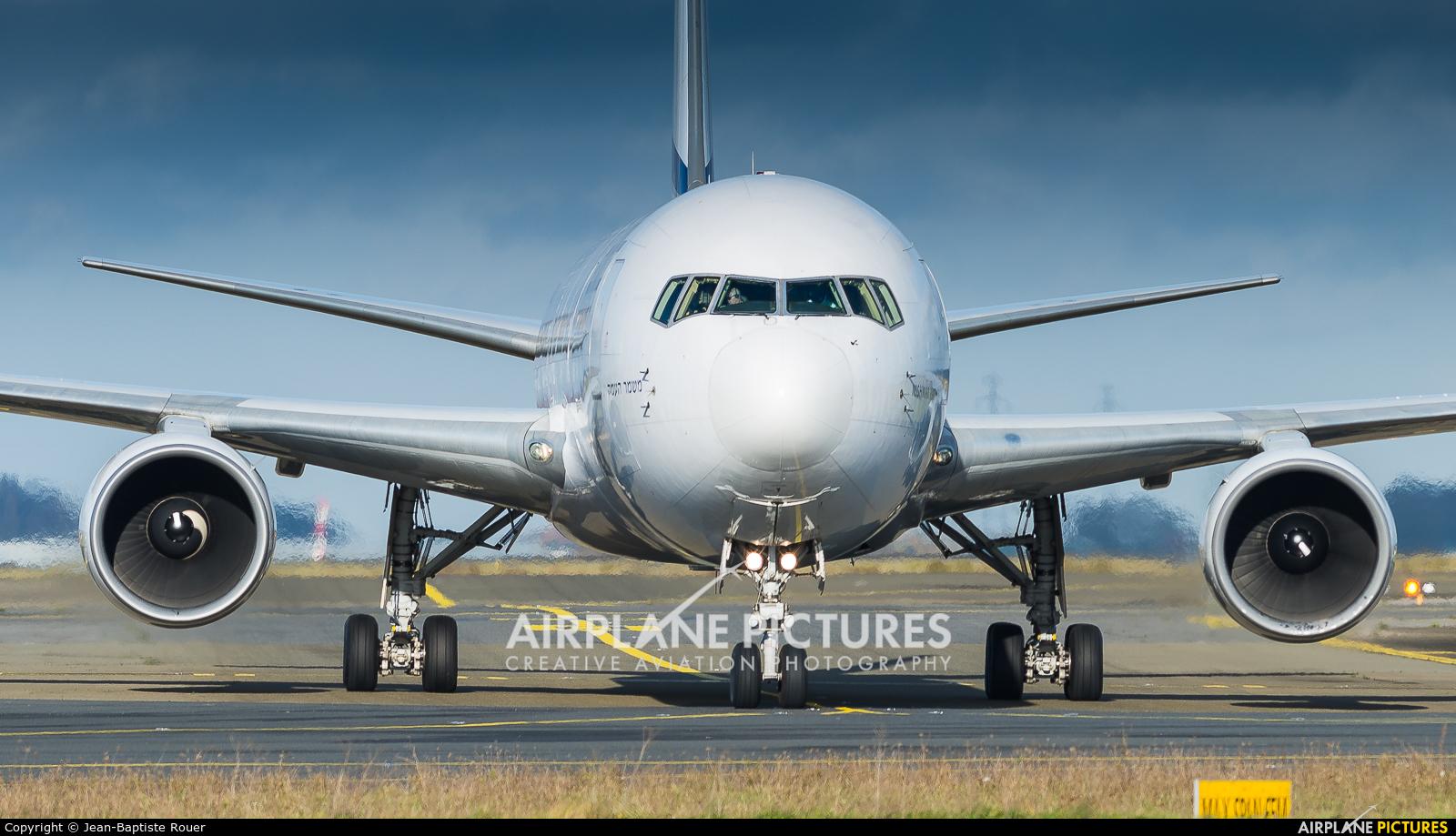 El Al Israel Airlines 4X-EAL aircraft at Paris - Charles de Gaulle