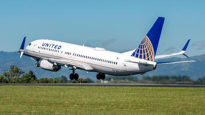 N27213 - United Airlines Boeing 737-800