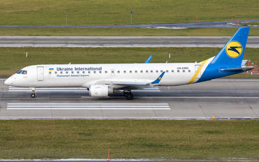 UR-EMD - Ukraine International Airlines Embraer ERJ-190 (190-100)