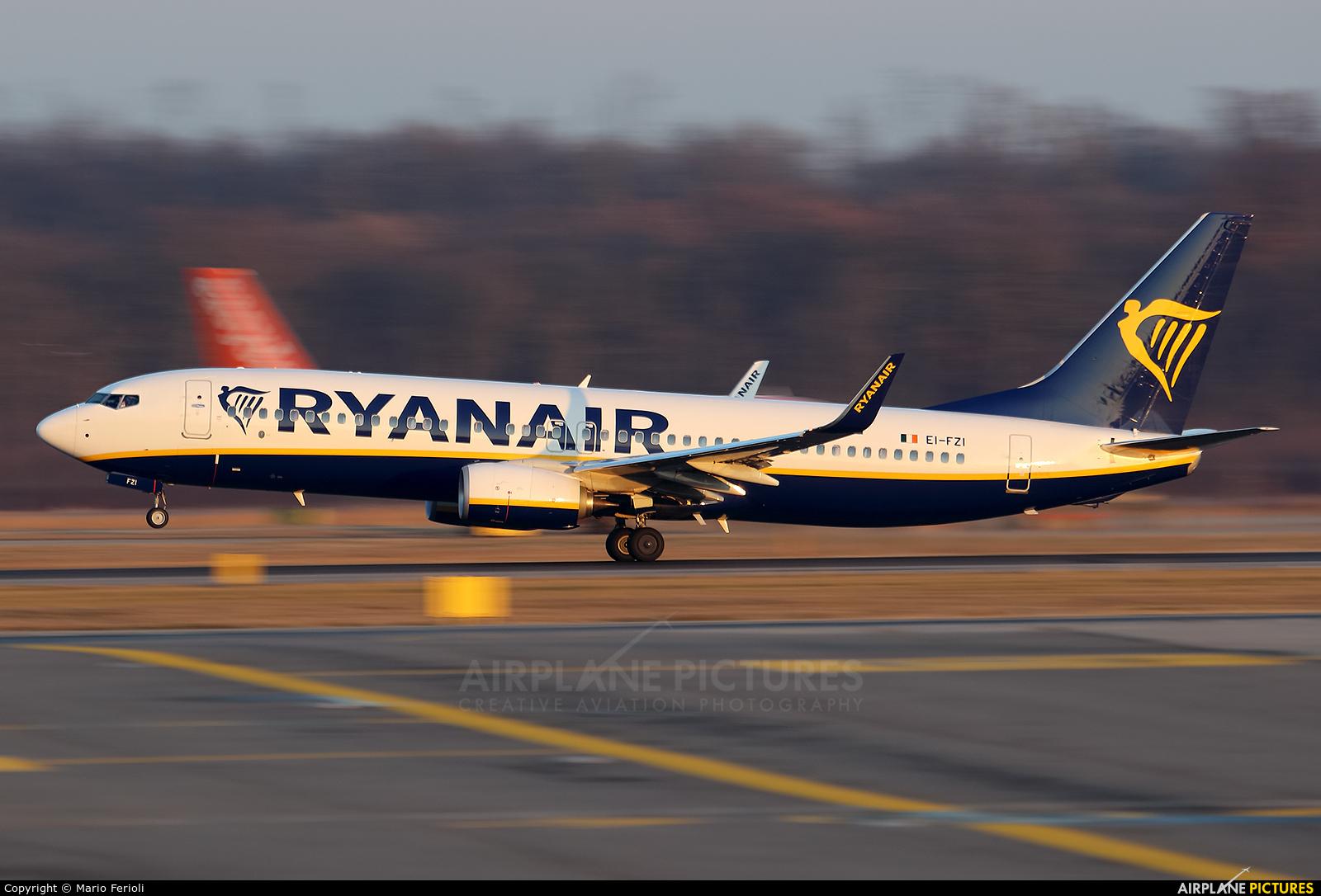 Ryan Air EI-FZI aircraft at Milan - Malpensa