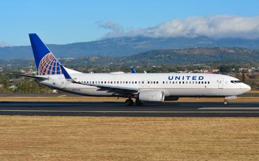 N76528 - United Airlines Boeing 737-800