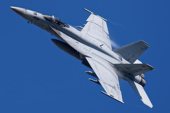 NF304 - USA - Navy Boeing F/A-18E Super Hornet