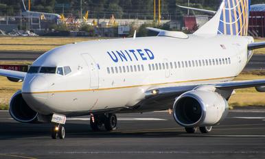 N14735 - United Airlines Boeing 737-700