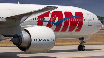 PT-MUE - TAM Boeing 777-300ER