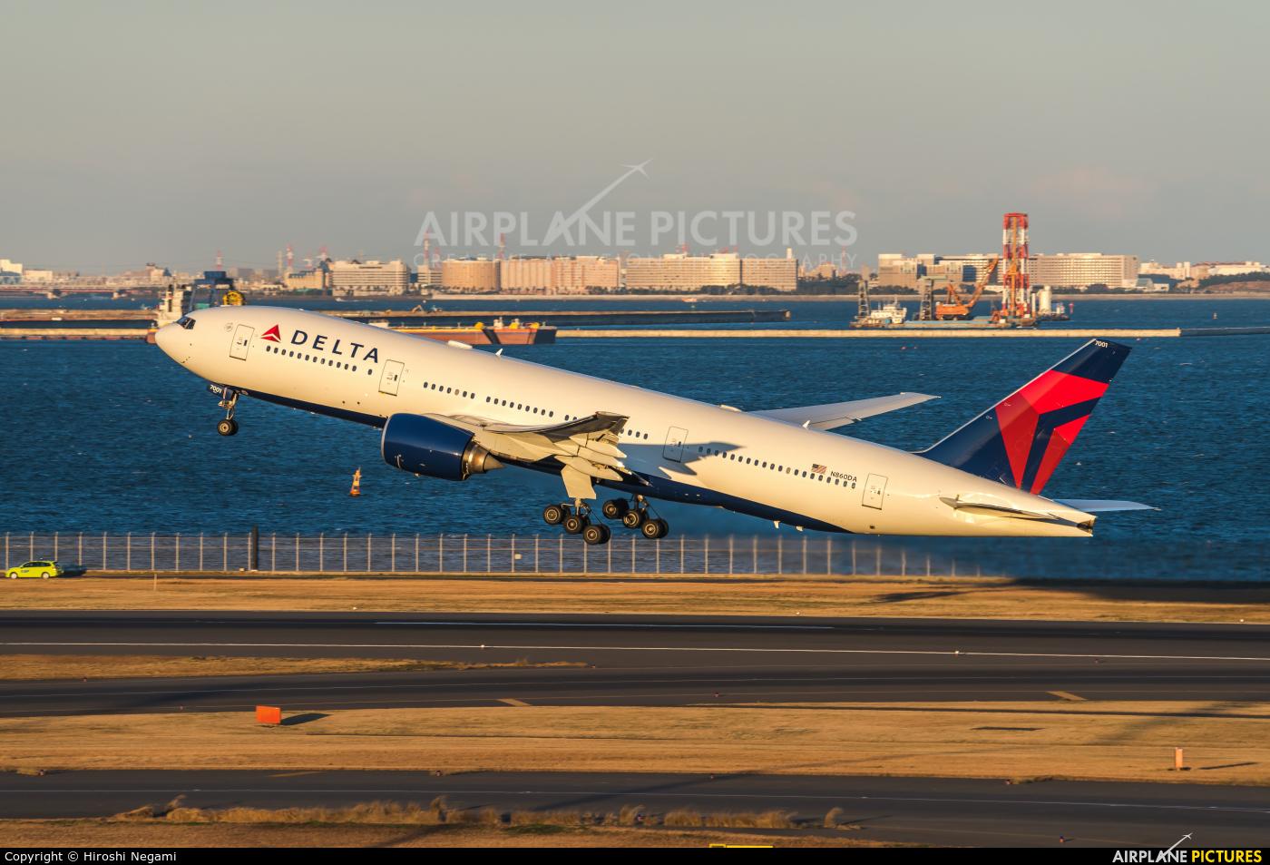 Delta Air Lines N869DA aircraft at Tokyo - Haneda Intl