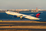 N869DA - Delta Air Lines Boeing 777-200ER aircraft